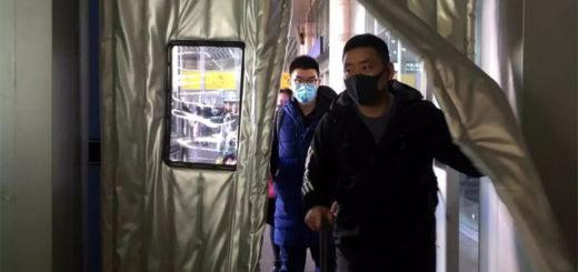 Des passagers à la gare de Pékin, le 20 janvier 2020. REUTERS/Stringer