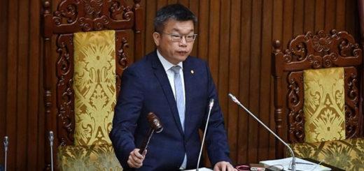 Le vice-président du Yuan législatif, Tsai Chi-chang [蔡其昌], a proclamé le 21 avril l'adoption des mesures renforçant le plan de soutien à l'économie face au Covid-19. © CNA .