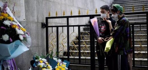 Les habitants de Wuhan se sont recueillis en l'hommage des victimes du Covid-19, le 4 avril 2020. REUTERS/Aly Song