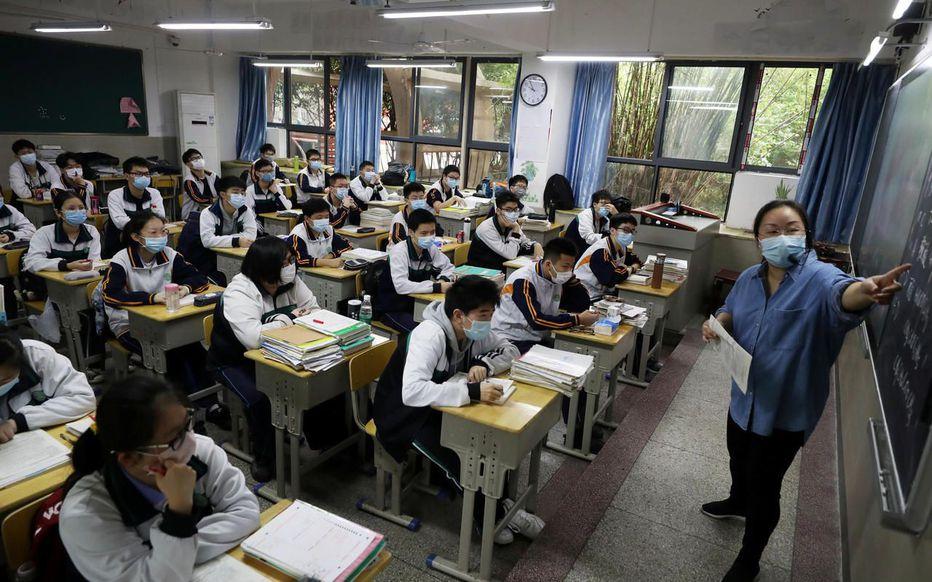 Wuhan (Chine), le 6 mai. Les lycéens de terminale ont effectué leur rentrée après quatre mois de vacances forcées. © Reuters