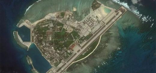 Đảo Phú Lâm, nơi có miếu thần Hoàng Sa thời vua Minh Mạng, nay trở thành thủ phủ « thành phố Tam Sa ». Ảnh vệ tinh của AMTI. © AMTI