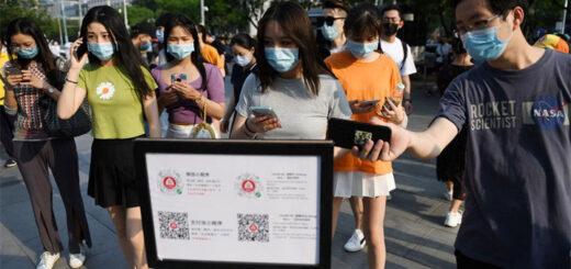 Alors qu'une grande partie du monde reste confinée, la Chine a repris le travail, levé les restrictions de circulation et commencé à ouvrir les écoles. © Greg Baker / AFP.