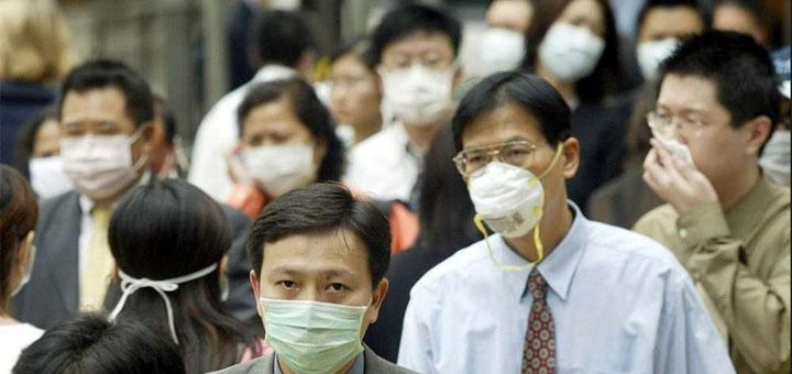 Grâce à la généralisation du port du masque, Hong Kong, ville de 7,5 millions d'habitants, est parvenue à limiter l'épidémie à un millier de cas seulement, qui n'ont fait que quatre morts. © Crédit photo : PETER PARKS AFP