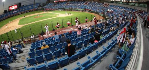 Depuis le 15 mai, jusqu'à 2 000 spectateurs peuvent prendre place dans les stades pour assister aux rencontres de base-ball. Si aucun nouveau cas local de Covid-19 n'est détecté d'ici là, cette limite devrait être supprimée le 7 juin. © CNA