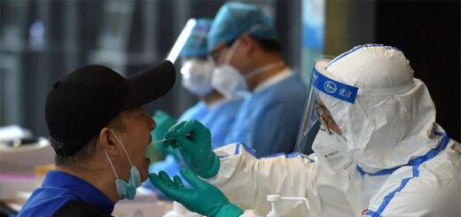 """Pékin est dans """"une course contre la monstre"""" contre le virus, a déclaré le porte-parole de la marie, Xu Hejian, qualifiant la situation d""""extrêmement grave"""". © Chna Daily / Reuters."""