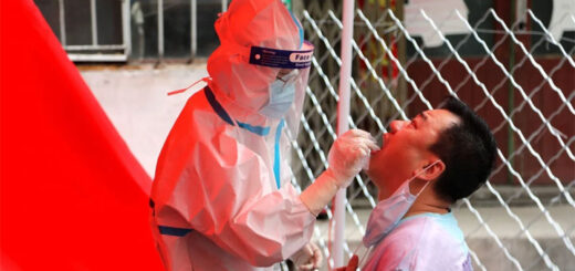 A medical worker takes a sample from a resident in Mudanjiang as the city begins mass screening for the coronavirus. © AFP