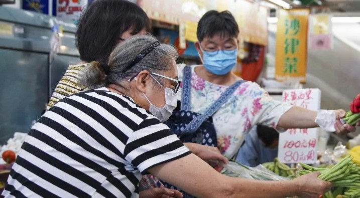 People will be requited to wear masks in indoor venues from Thursday. © Winson Wong