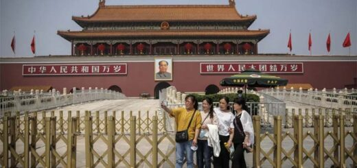 Tourists take a selfie in front of the Tiananmen Gate in Beijing. China is loosening up nationwide travel restrictions after months of lockdown over the coronavirus crisis. © EPA-EFE