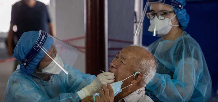 La Chine fait état lundi de 61 nouveaux malades du Covid-19 en 24 heures, la plus importante augmentation journalière depuis mi-avail. © EPA-EFE / Jérôme Favre