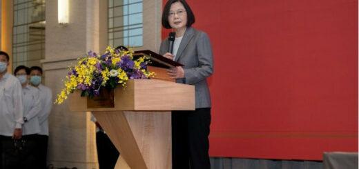La Président Tsai Ing-wen [蔡英文] présente les grands axes du modèle économique de demain. © Aimable crédit du Bureau Présidentiel