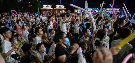Des personnes assistent à un concert à Wuhan, le 4 août 2020 en Chine © AFP / Hector RETAMAL