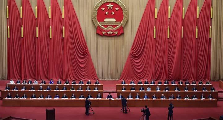 Cérémonie du Parti communiste chinois, au grand hall du peuple, à Pékin, pour rendre hommage aux « héros » de la lutte contre le Covid-19 © AFP / NICOLAS ASFOURI
