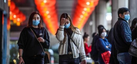 Pedestrians wear face masks as they walk outside the New Orient Landmark hotel in Macau on January 22, 2020. Photo AFP