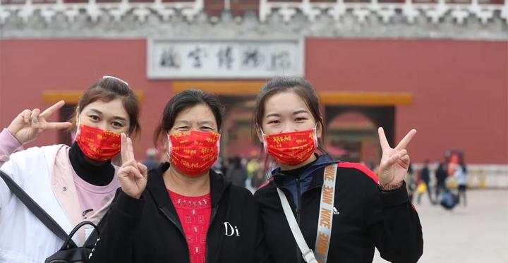 Privés de voyages à l'étranger, les Chinois se ruent sur les grands sites touristiques de leur pays à l'occasion de la « golden week » du 1er octobre, la fête nationale. © AFP / Koki Kataoka / Yomiuri / The Yomiuri Shimbun via AFP