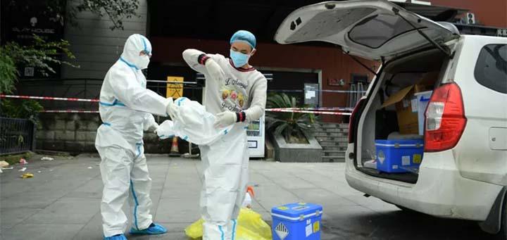 Personnel soignant à Chengdu, le 8 décembre. © STRINGER / REUTERS