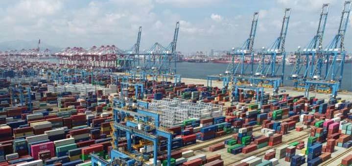 Au port de Qingdao (Shandong), en Chine, le 13 septembre. © STR / AFP