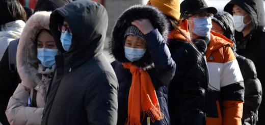 File d'attente pour un test Covid-19 devant un hôpital de Pékin (Chine) le 28 janvier 2021 © GREG BAKER / AFP