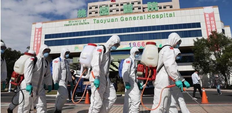Les opérations de désinfection se poursuivent autour et dans l'hôpital général de Taoyuan, où un foyer nosocomial de Covid-19 a éclaté plus tôt en janvier. © UDN