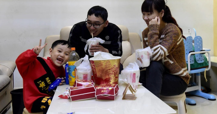 Li Hongqiang, 32, a delivery man for SF Express in Hefei, decided to stay put with his wife and son for the Lunar New Year holiday, heeding the state's call to curb the spread of Covid-19 with reduced travel. © Xinhua