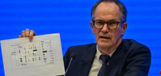 Le chef de la délégation de l'OMS en Chine, Peter Ben Embarek, lors d'une conférence de presse à l'issue de quatre semaines d'enquête à Wuhan sur l'origine du Covid-19, le 9 février 2021. © afp.com/Hector RETAMAL