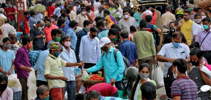 Cela fait une semaine que l'Inde comptabilise plus de 200.000 nouveaux cas par jour.© NIHARIKA KULKARNI / REUTERS