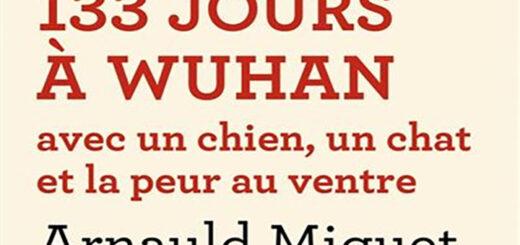 Couverture de l'ouvrage 133 jours à Wuhan avec un chien, un chat et la peur au ventre d'Arnaud Miguet, l'éditions de l'Aube © DR