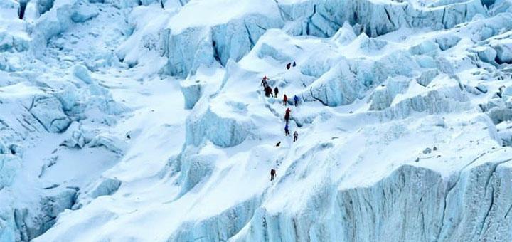 Une délimitation sera placée au sommet de l'Everest par la Chine pour éviter des contaminations au Covid-19 - PRAKASH MATHEMA © 2019 AFP