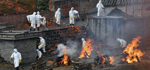 Sur le site d'un crématorium de Katmandou, le 5 mai 2021. © PRAKASH MATHEMA / AFP