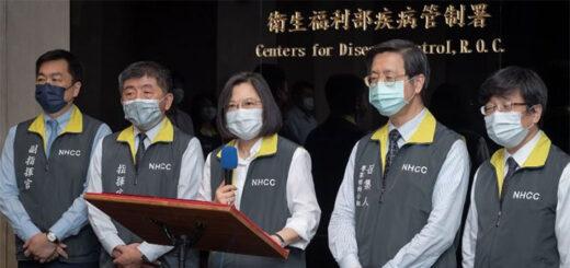 En visite au CDC, la présidente Tsai Ing-wen (au centre), a appelé le 6 mai les personnes prioritaires à se faire vacciner contre le Covid-19. © Aimable crédit de la Présidence de la République