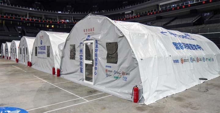 Nanjing construit des laboratoires gonflables pour des tests d'acide nucléique de masse @ Xinhua/Li Bo