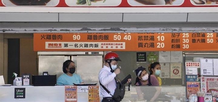 La consommation sur place dans les restaurants et les marchés pourrait de nouveau être autorisée dans certaines municipalités et districts. © CNA