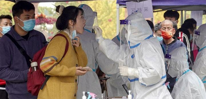 La Chine multiplie les campagnes de dépistage et les confinements locaux. © AFP/STR